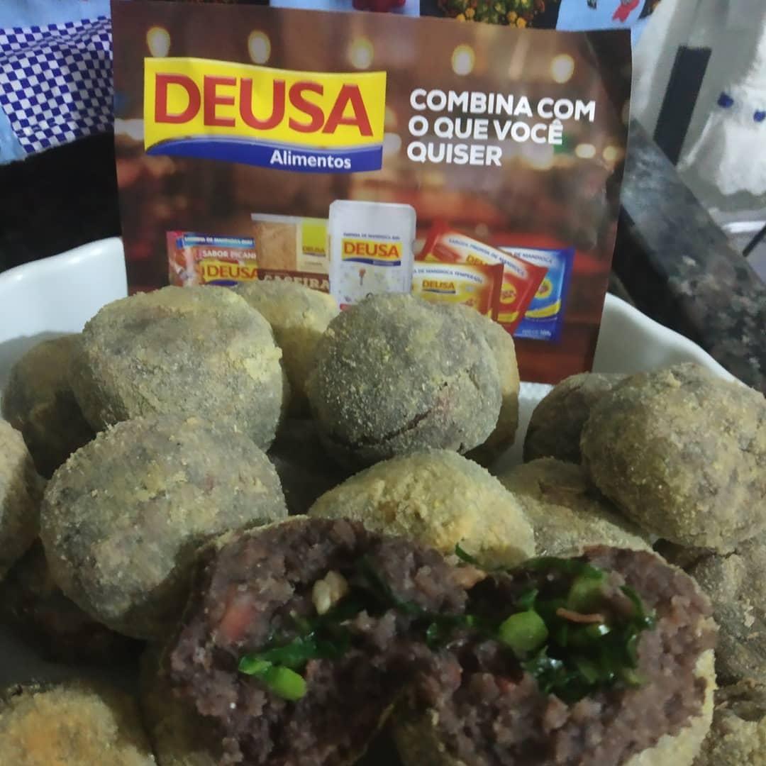 Aprenda a Fazer Bolinho de Feijoada com Farinha de Mandioca Biju